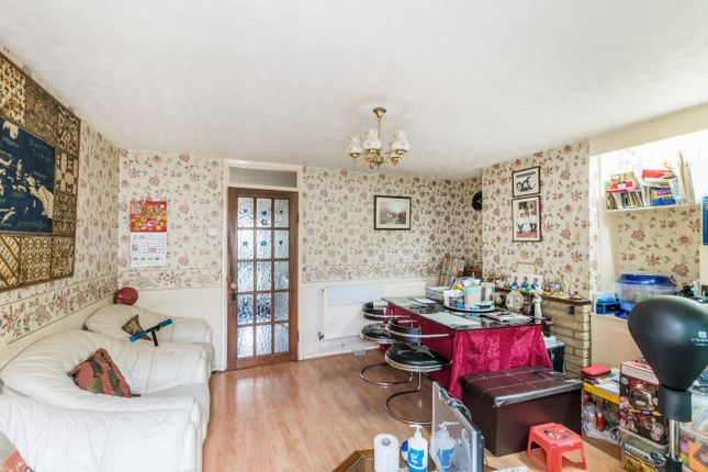 Thumbnail Town house for sale in Newman Road, London