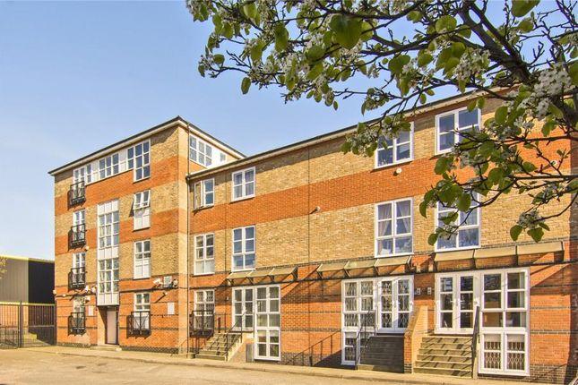 Thumbnail Flat to rent in Hawgood Street, London