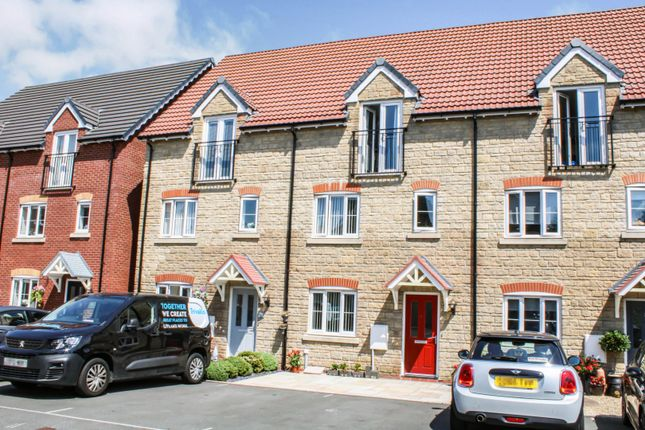 Thumbnail Town house for sale in Swansea Road, Clwydyfagwyr
