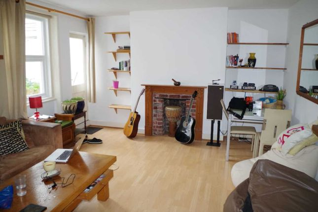 2 bed flat to rent in Westbourne Gardens, Hove
