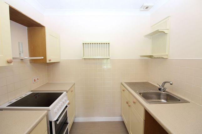 Kitchen of Spiceball Park Road, Banbury OX16