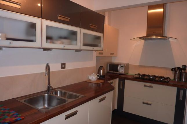 Thumbnail 2 bed flat to rent in Strathearn Road, Edinburgh