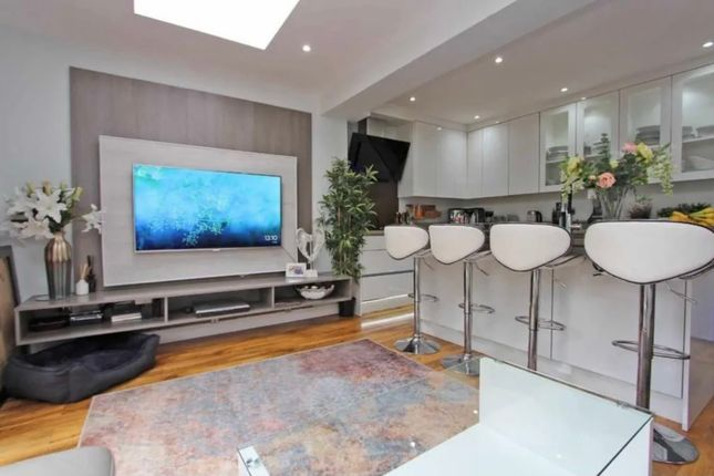 Thumbnail Terraced house to rent in Lodge Avenue, Croydon