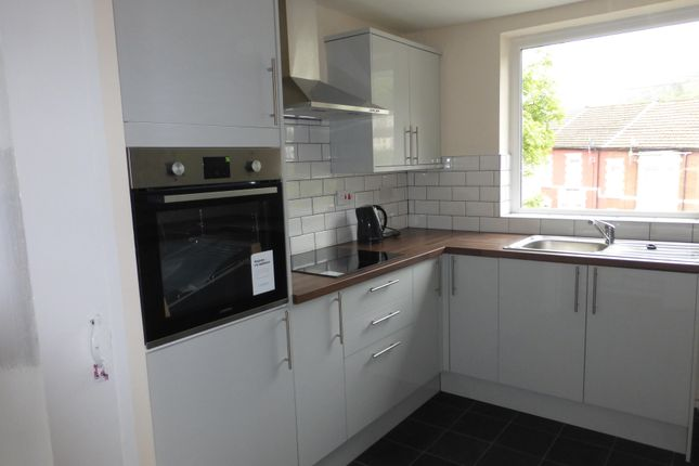 Thumbnail Flat to rent in Tynewydd Square, Porth