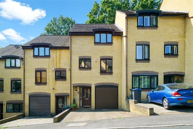 Thumbnail Town house for sale in Tree View Close, London