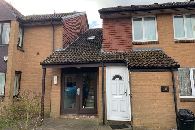 Thumbnail Studio to rent in Pikestone Close, Yeading, Hayes