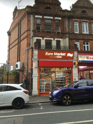 Thumbnail Shared accommodation to rent in Lymington Avenue, London