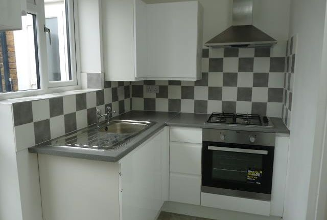 Thumbnail Flat to rent in Queen Street, Maidenhead
