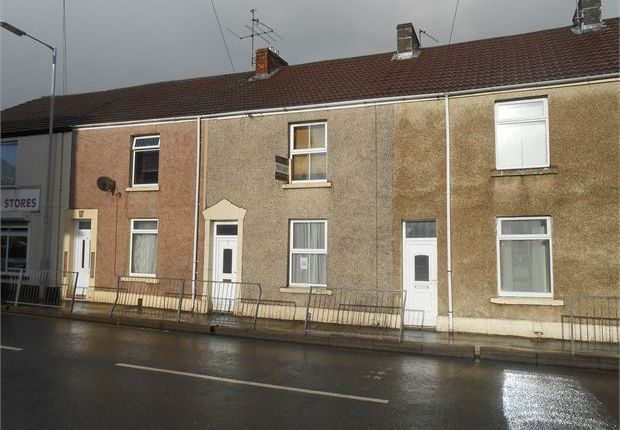 Shared accommodation to rent in Beach Street, Sandfields, Swansea