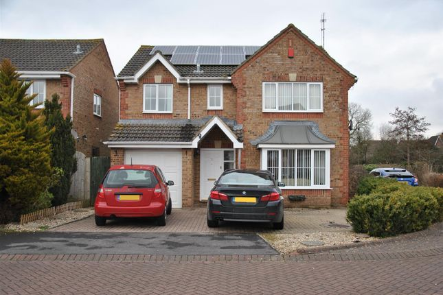 Thumbnail Detached house to rent in Greenwich Close, Swindon