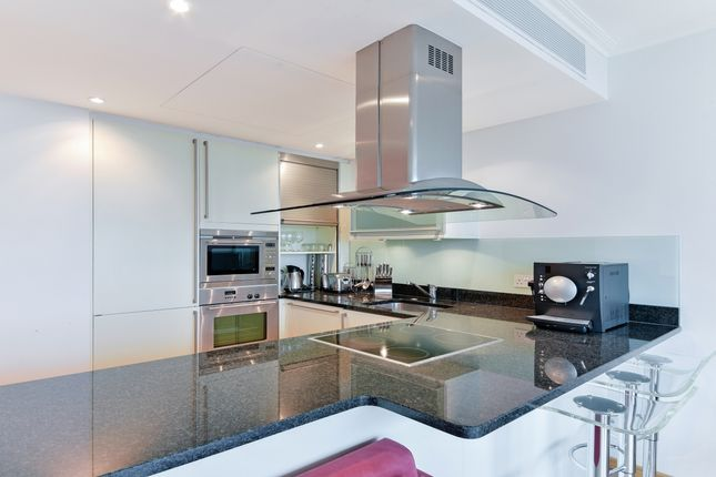 Thumbnail Flat to rent in No1 West India Quay, Canary Wharf, London