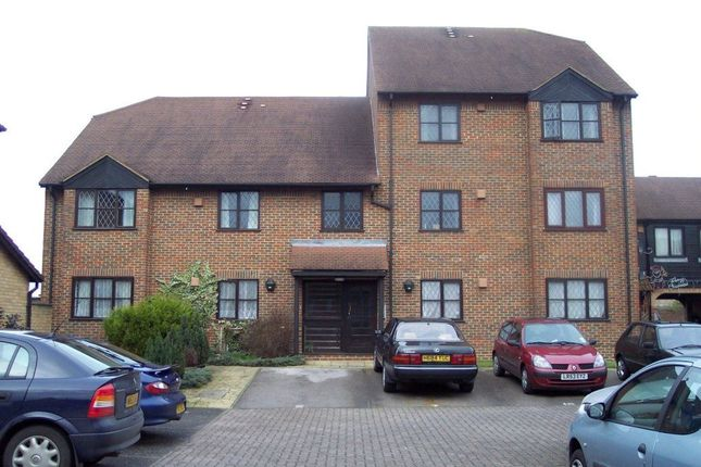 Thumbnail Flat to rent in Adam Close, Cippenham, Slough