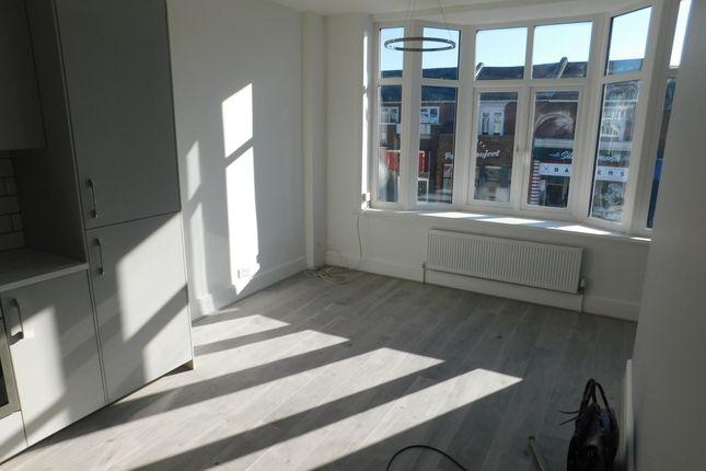 Thumbnail Flat to rent in Albert Road, Southsea