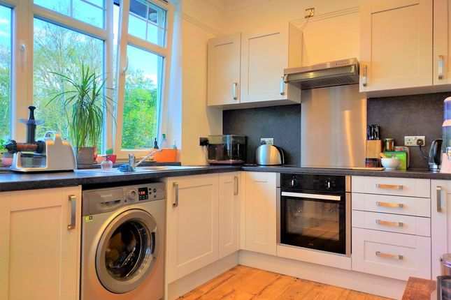 Thumbnail Flat to rent in Medway Drive, East Grinstead
