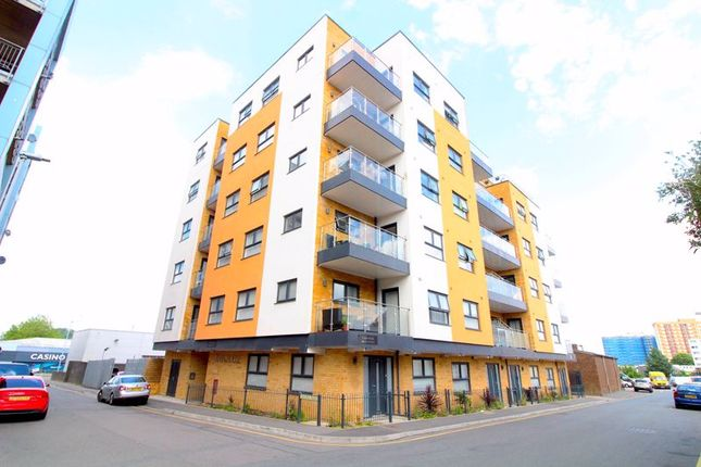Thumbnail 2 bed flat to rent in Oxford Road, Luton