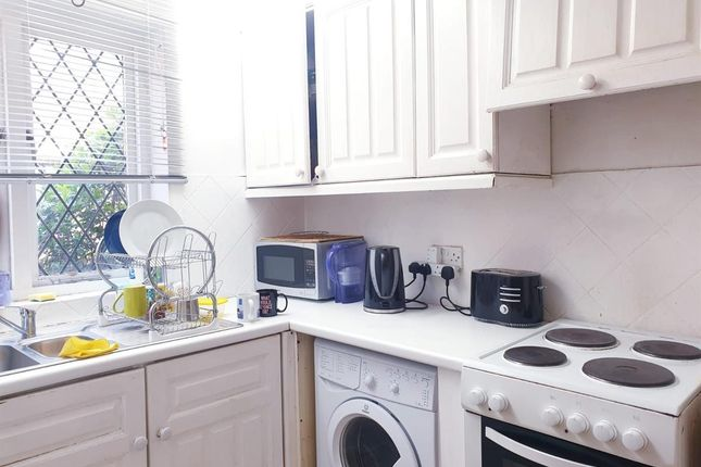 4 bed flat to rent in Oakshott Court, Polygon Road, London NW1