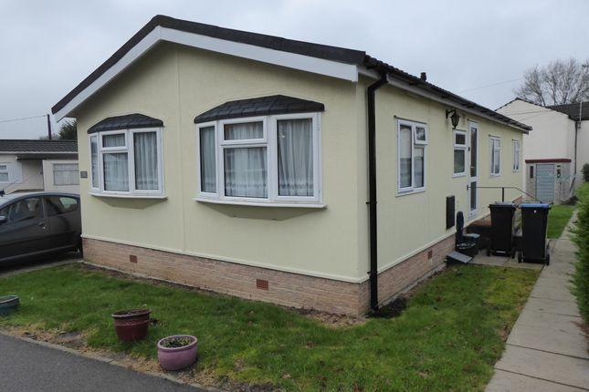 2 bed mobile/park home for sale in Court Farm Park, Tithe Pit Shaw Lane, Warlingham, Nr Croydon, Surrey CR6