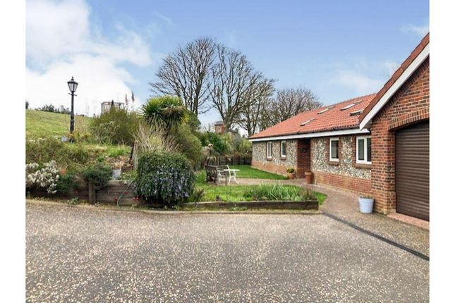 4 bed detached bungalow for sale in Howards Hill, Cromer NR27