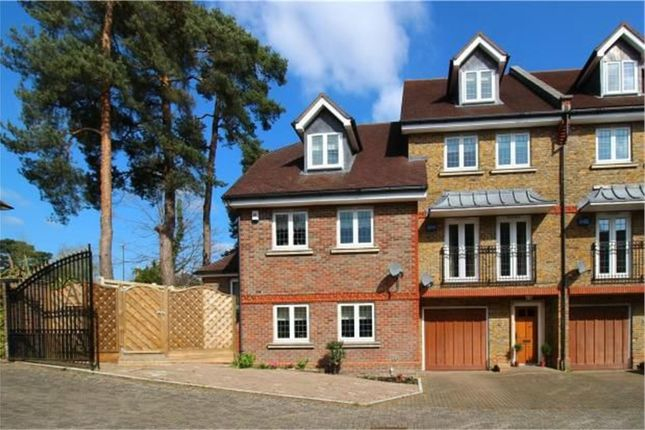 3 bed end terrace house for sale in Aspen Court, East Grinstead, West Sussex