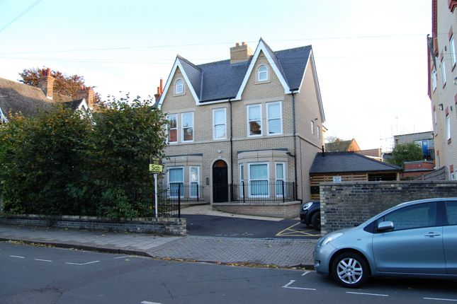 Thumbnail Flat to rent in St. Barnabas Road, Cambridge