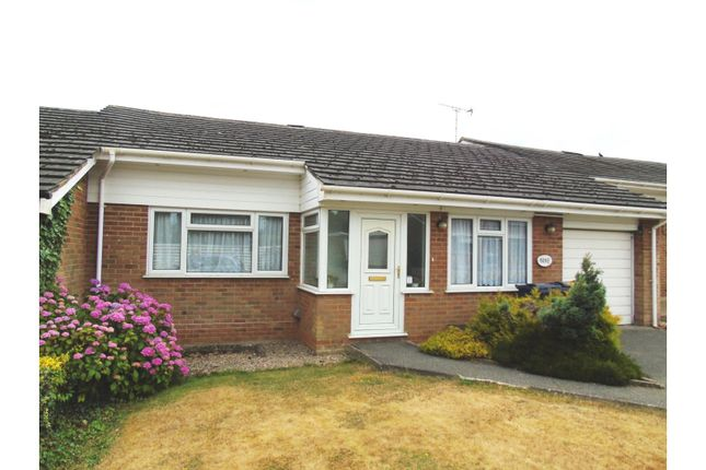 Thumbnail Bungalow for sale in Fernside, Great Kingshill, High Wycombe
