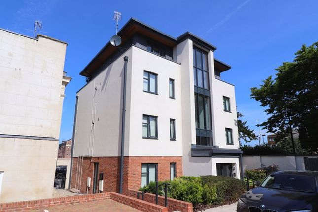 Flat to rent in The Chestnuts, Southgate Street, Gloucester