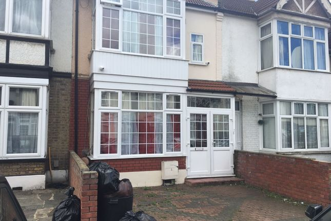 Thumbnail Flat to rent in Jersey Road, Ilford