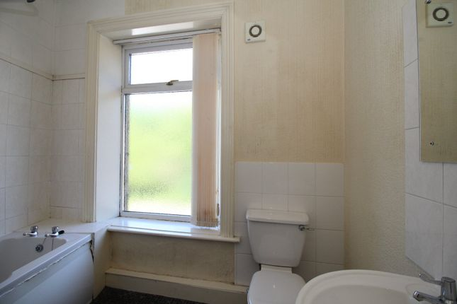 Bathroom of Batley Field Hill, Batley, West Yorkshire WF17