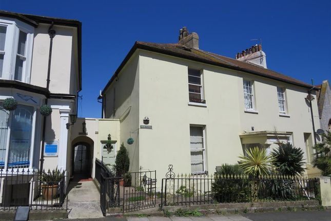 Thumbnail Property to rent in Park Hill Road, Torquay