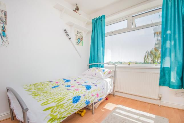 Bed 3 of Thorn Road, Swinton, Manchester, Greater Manchester M27