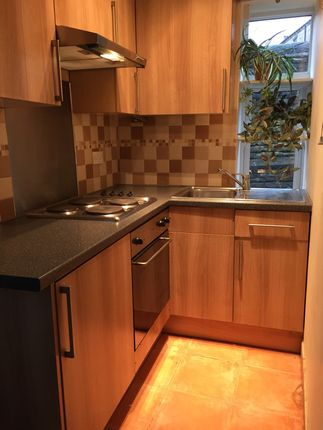 2 bed flat to rent in Savile Park Road, Halifax, Savile Park Road, Halifax