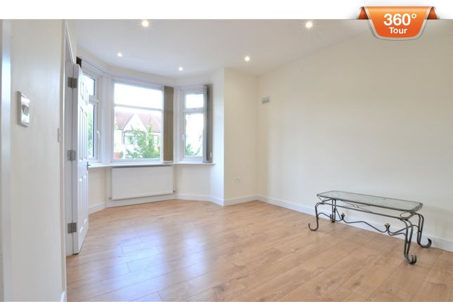 3 bed flat to rent in Park Road, London