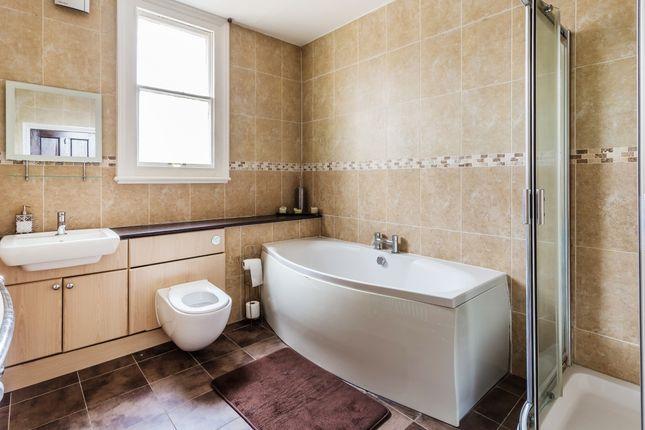 Bathroom Plus Two En