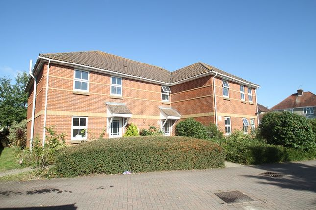 Thumbnail Flat to rent in Kings Avenue, Hamble