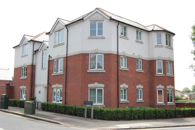 Thumbnail Flat for sale in The Uplands, Loughton