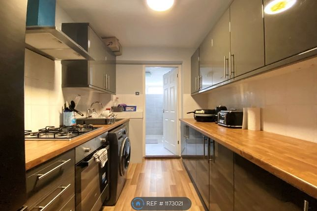 1 bed flat to rent in Ashvale Gardens, Romford RM5