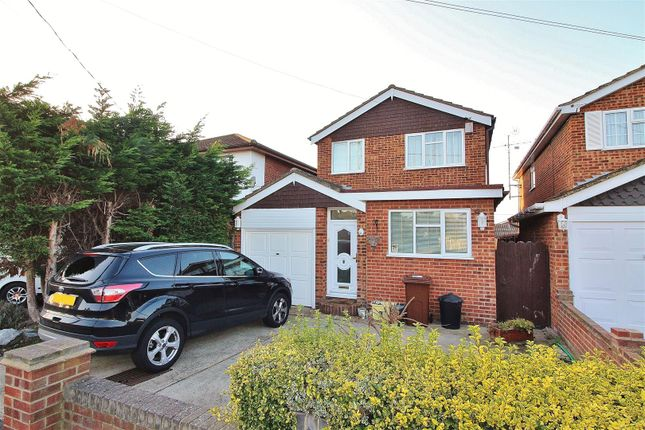 Thumbnail Detached house to rent in Central Avenue, Canvey Island