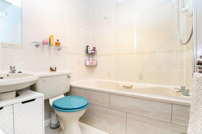 Bathroom of Charleston Gardens, Cove, Aberdeen AB12