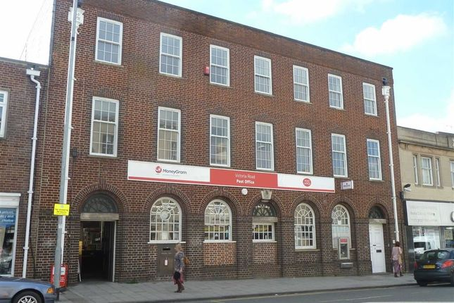 2 bed flat to rent in Victoria Road, Swindon, Wiltshire