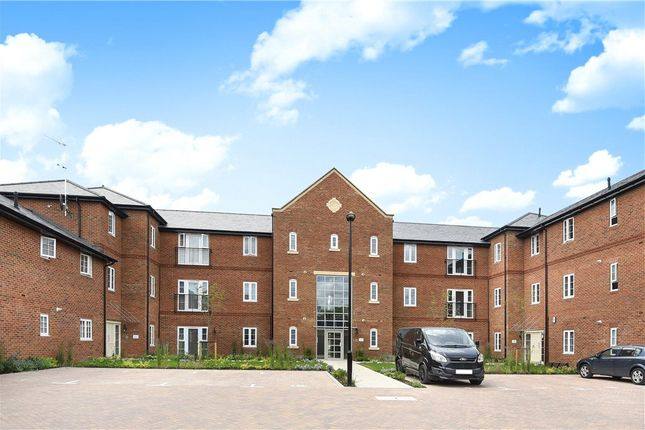 Thumbnail Flat for sale in Woodhurst Park, Warfield, Berkshire