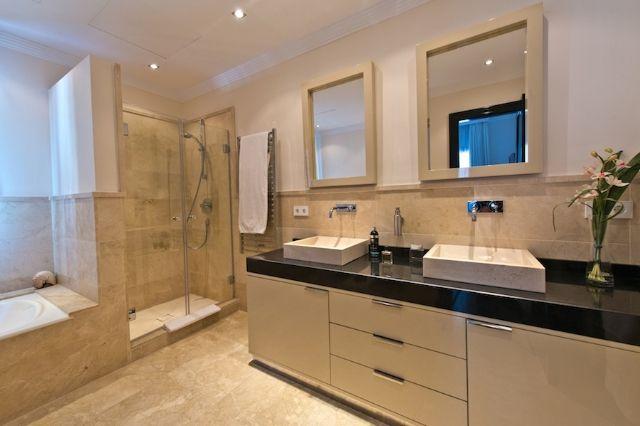 Bath & Shower Roo