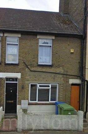Thumbnail Flat to rent in Chalkwell Road, Sittingbourne