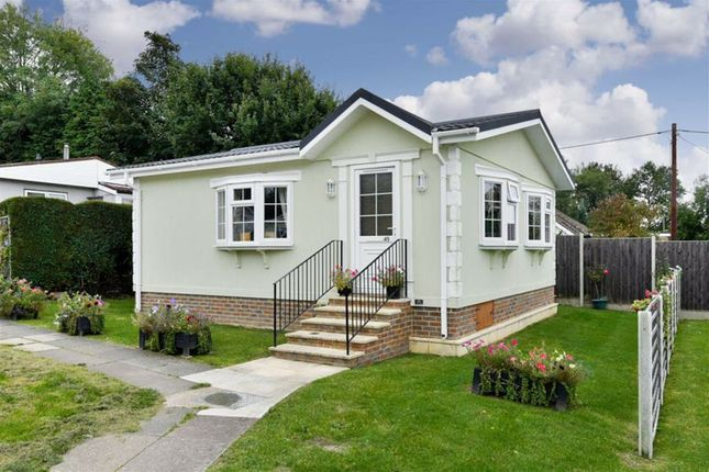 2 bedroom mobile/park home for sale in Warren Park, Tadworth, Surrey