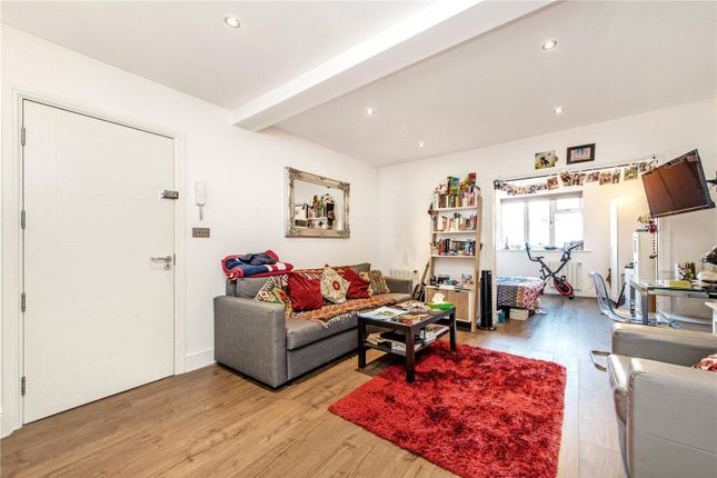 Thumbnail Mews house to rent in Carpenters Mews, North Road, London