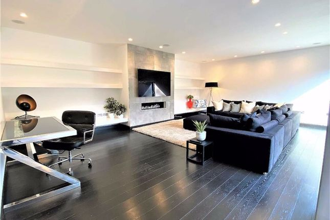 Thumbnail Bungalow for sale in The Drive, Brookmans Park, Hertfordshire