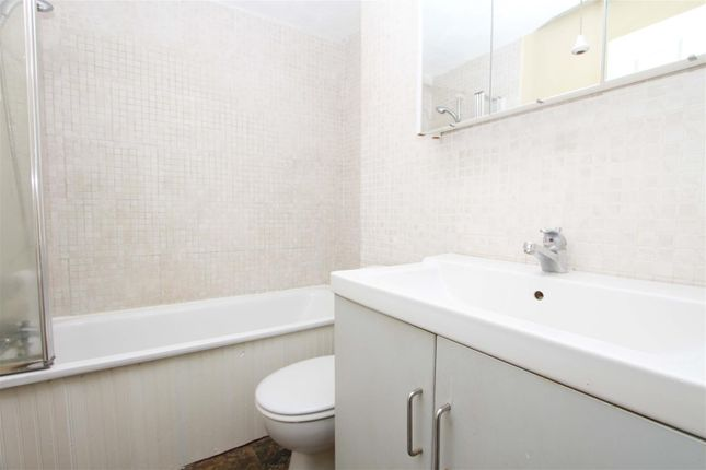 Bathroom of Stainby Close, West Drayton UB7