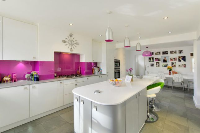 4 bed detached house for sale in Newbury Lane, Silsoe, Bedford