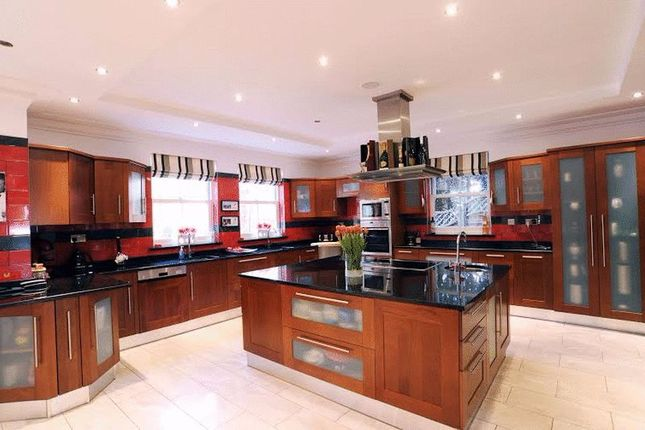 2 bed terraced house to rent in Pimlico, London