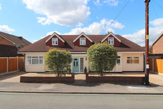 4 bed detached bungalow to rent in Mornington Road, Ashford TW15