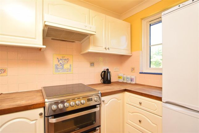 Thumbnail Maisonette for sale in Albion Way, Edenbridge, Kent